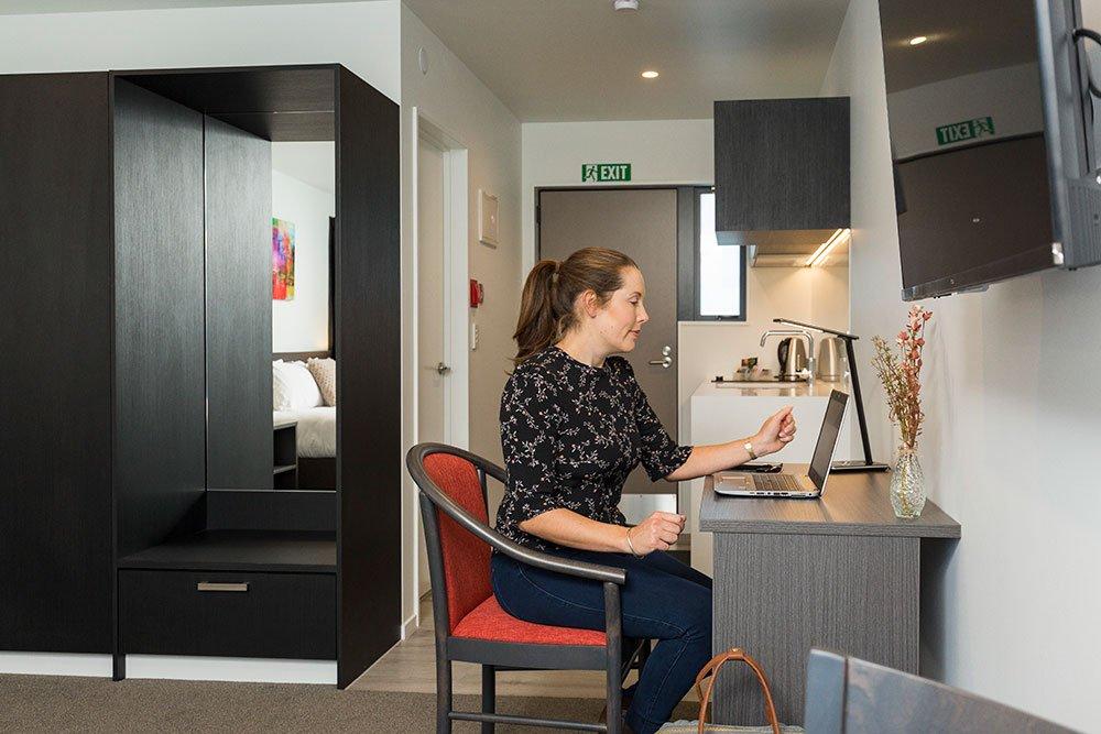 carnmore-1-bedroom-executive-desk